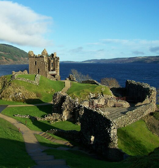 Urquhart Castle by lins