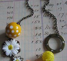 Daisy necklace by mykonos