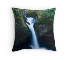 Punchbowl falls 7928 Throw Pillow