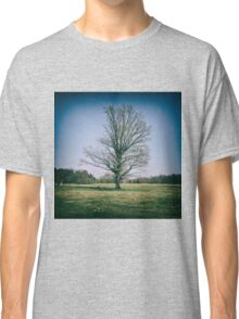 Lone oak tree in a field Classic T-Shirt