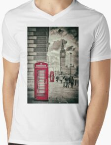 London Telephone Box Mens V-Neck T-Shirt