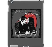 """Un Fou, Passionné, l'Amour Vrai!""- One Crazy, Passionate, True Love! (grey) iPad Case/Skin"