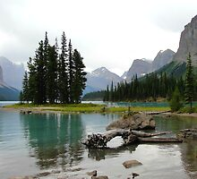 Maligne Lake in Canada by frangelico