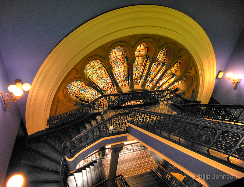 The grand staircase a different angle the queen for A different angle salon
