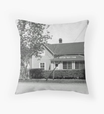 Souvenir Photo Studio Throw Pillow