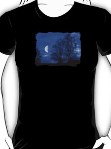 Moon between Trees - JUSTART © T-Shirt