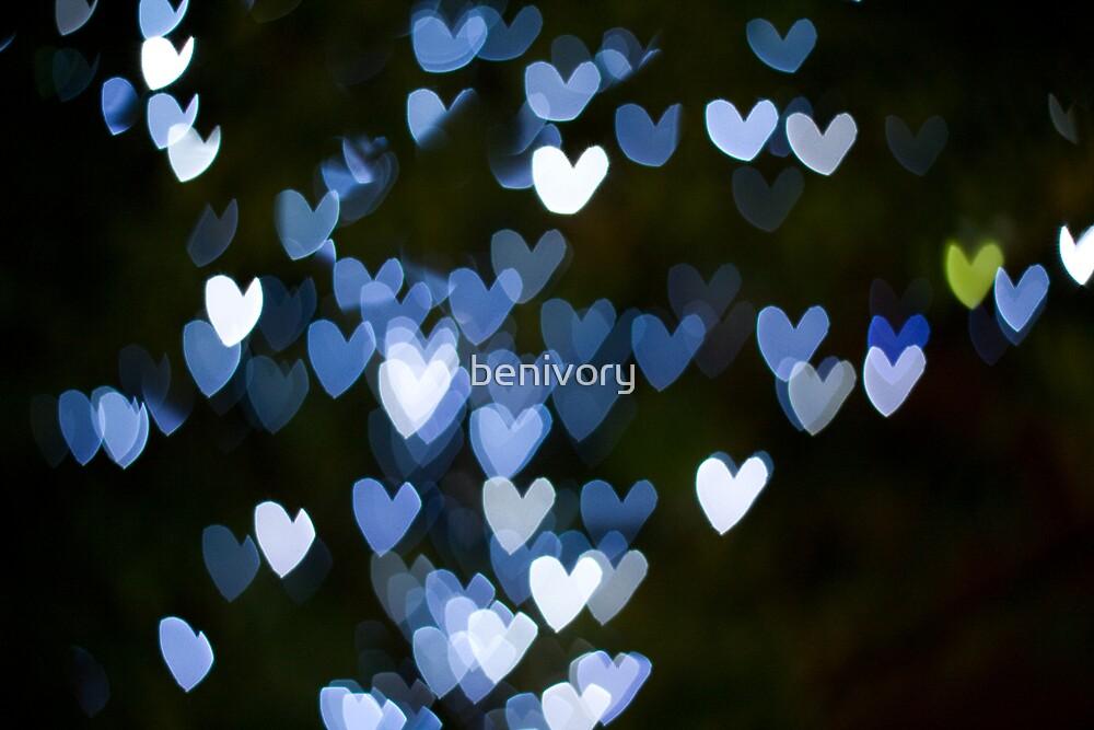 Single yellow heart by benivory