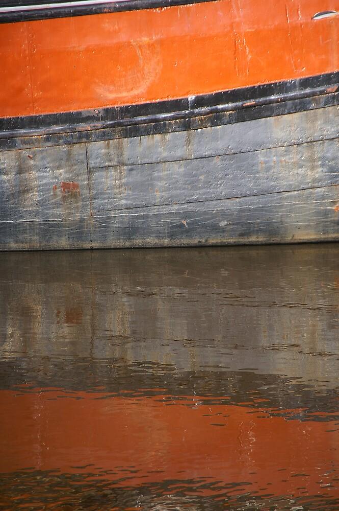 Floating orange by PeterBusser