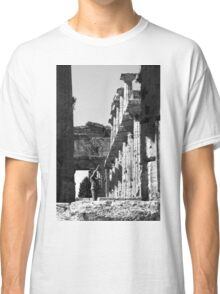 Paestum: photographer girl in the temple Classic T-Shirt