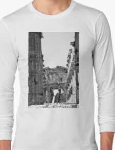 Paestum: photographer girl in the temple Long Sleeve T-Shirt