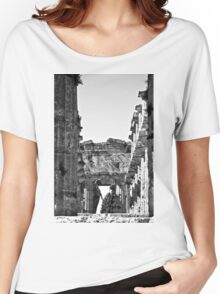 Paestum: photographer girl in the temple Women's Relaxed Fit T-Shirt