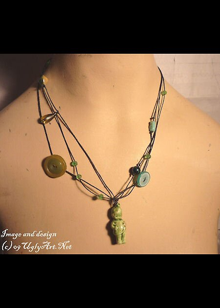 Green Messy Doll Necklace. by uglyshyla