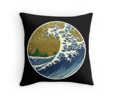 Japanese wave Throw Pillow