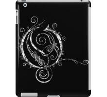 LATTICE LETTER O - destroyed white iPad Case/Skin