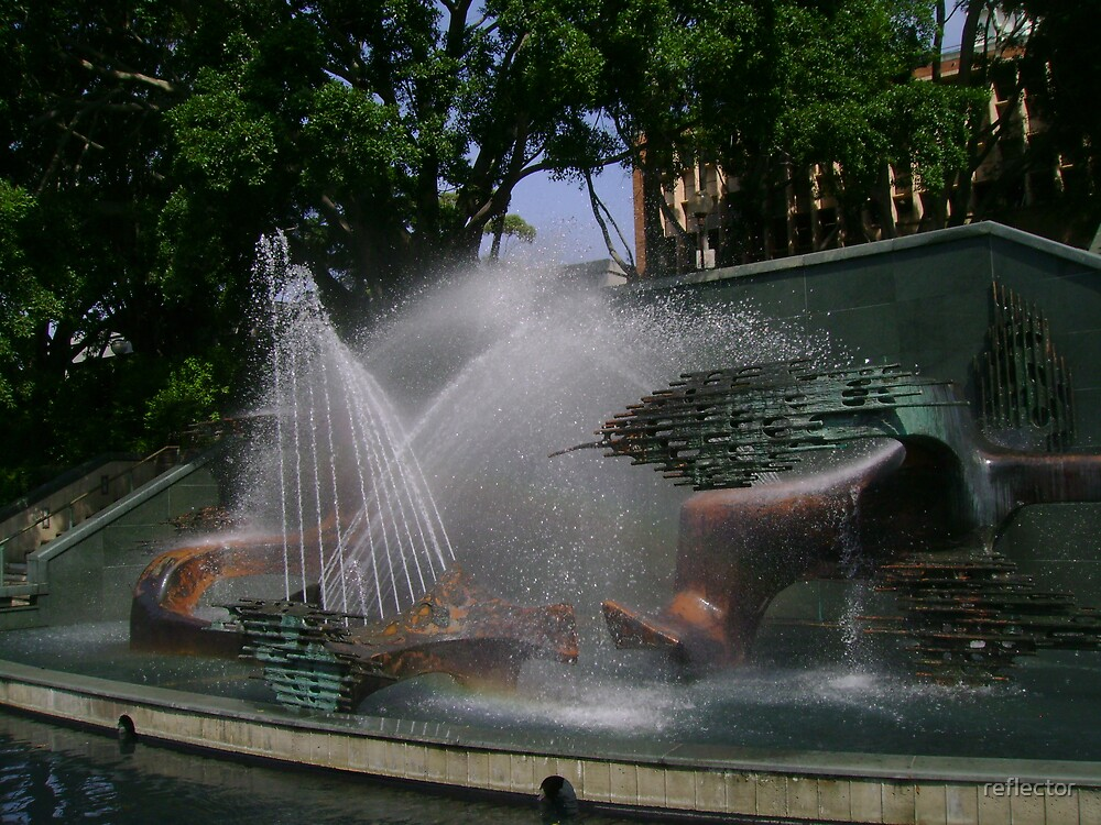 Captain Cook Memorial Fountain by reflector