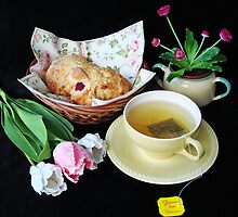 Tea and raspberry scones by Paola Svensson