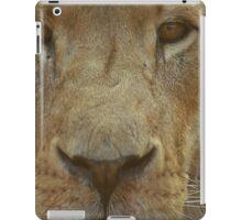 Lion portrait up close iPad Case/Skin
