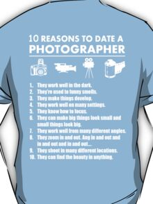 10 Reasons To Date A Photographer - TShirts & Hoodies T-Shirt