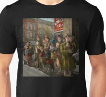 People - People waiting for the bus - 1943 Unisex T-Shirt