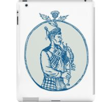 Scotsman Bagpiper Playing Bagpipes Etching iPad Case/Skin