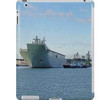 HMAS Canberra leaving Port of Townsville NQ iPad Case/Skin
