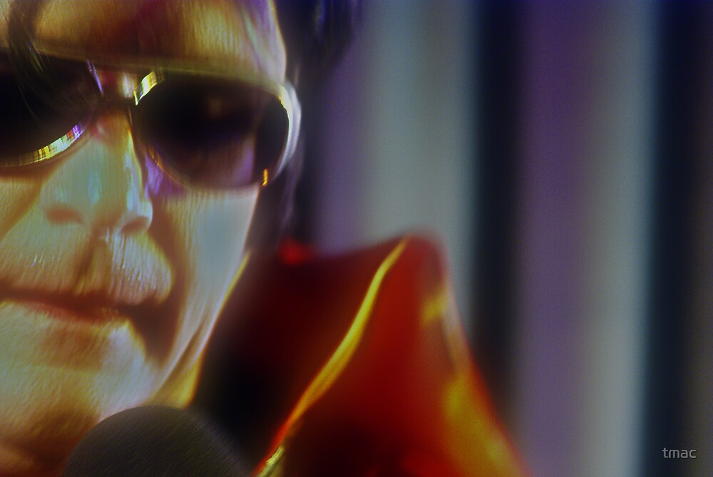 Canberra Elvis - Red Suit - softened - cu - Thinking by tmac