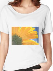 A Daisy Welcoming The Sky Women's Relaxed Fit T-Shirt