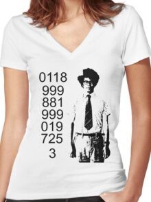 It crowd emergency number Women's Fitted V-Neck T-Shirt