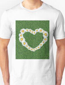 Daisy heart on grass T-Shirt