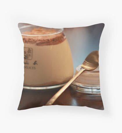 crackers pudding Throw Pillow