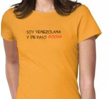 (F) Soy Venezolana y de paso GOCHA - letras negras y rojas Womens Fitted T-Shirt
