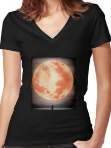 Bloodborne Moon Women's Fitted V-Neck T-Shirt