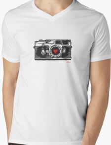 Leica Love! Mens V-Neck T-Shirt