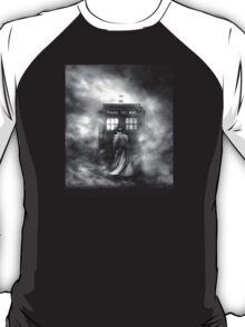 Doctor Who- the Doctor and the Mist T-Shirt