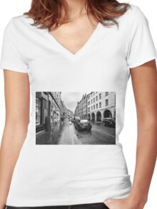 The Royal Mile Women's Fitted V-Neck T-Shirt