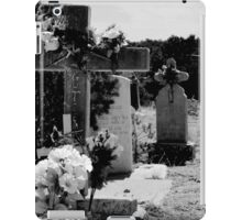 CHILLILI, NEW MEXICO GRAVEYARD (CARD) iPad Case/Skin