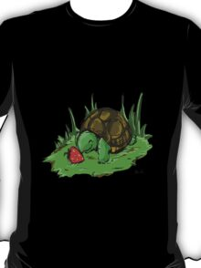 Turtle loves Strawberries  T-Shirt