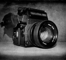 Vintage Camera by Sarah Couzens