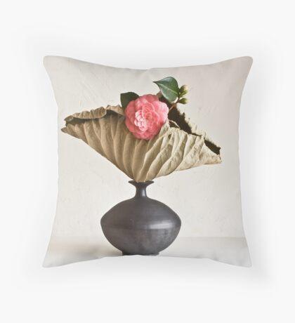 Ikebana-118 Throw Pillow