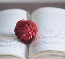 Reading Romantic  by DonatellaLoi