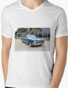 1965 Futura: NZ Falcon & Fairlane Car Club Nationals 2015 Mens V-Neck T-Shirt