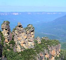 Three Sisters, Blue Mountains by JuliaWright