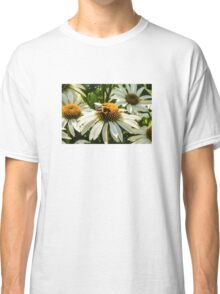 BEE ON WHITE CONE DAISY Classic T-Shirt