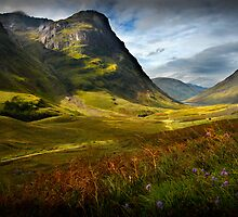 Old Track through Glencoe by Dohmnuill