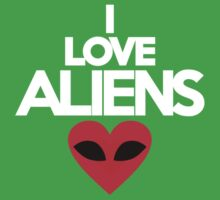 I love aliens by onebaretree