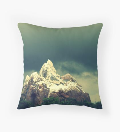 looming over everest Throw Pillow