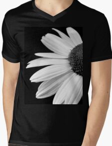 Half daisy in black and white T-Shirt