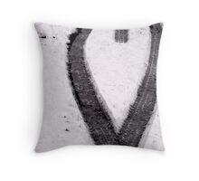 heart in snow Throw Pillow