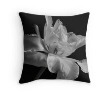 tulipa farewell Throw Pillow