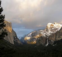 The Sun Begins to Set on Yosemite Valley by Patty Boyte